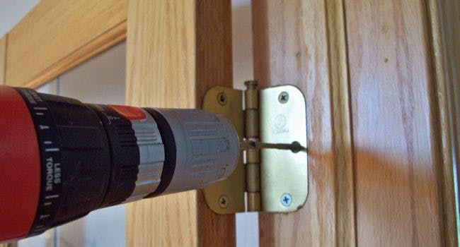 deur-laten-afhangen