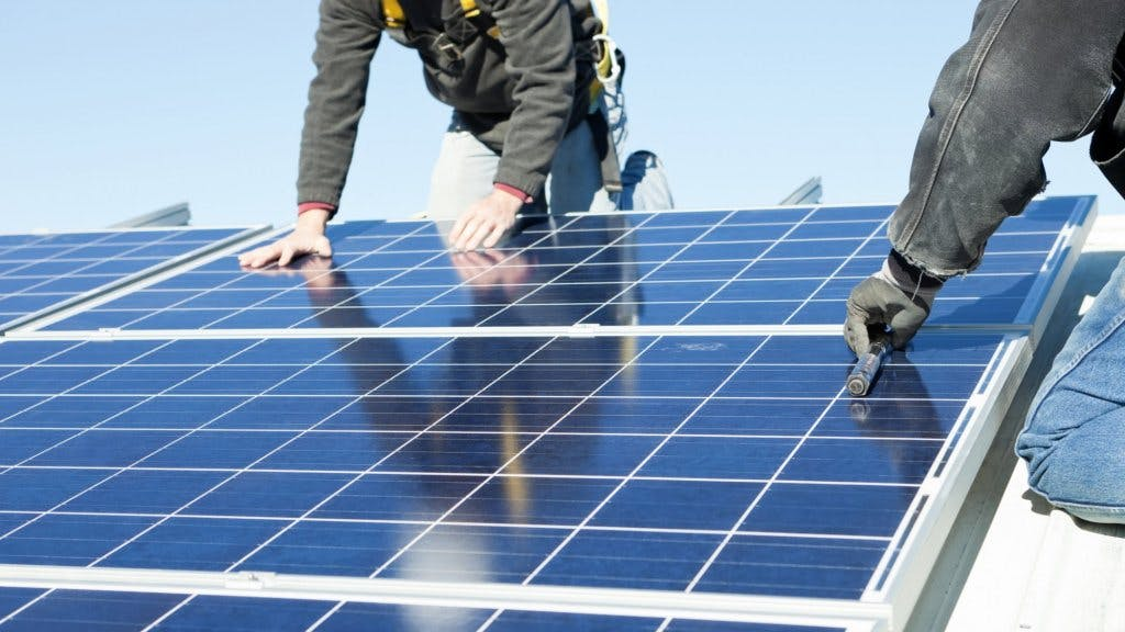 monteren-van-zonnepanelen-dak